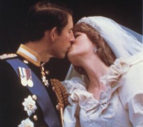 Wedding Kiss Princess Diana and Prince Charles 1981
